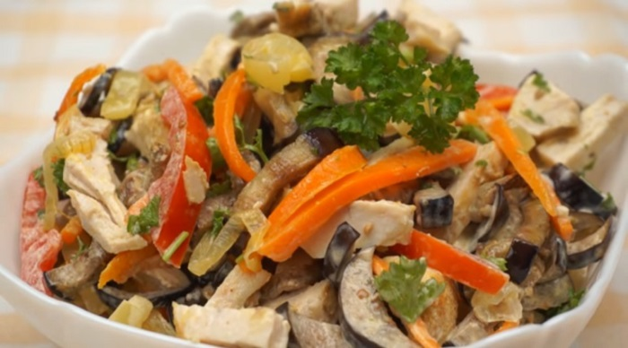 Баклажано-куриный салат