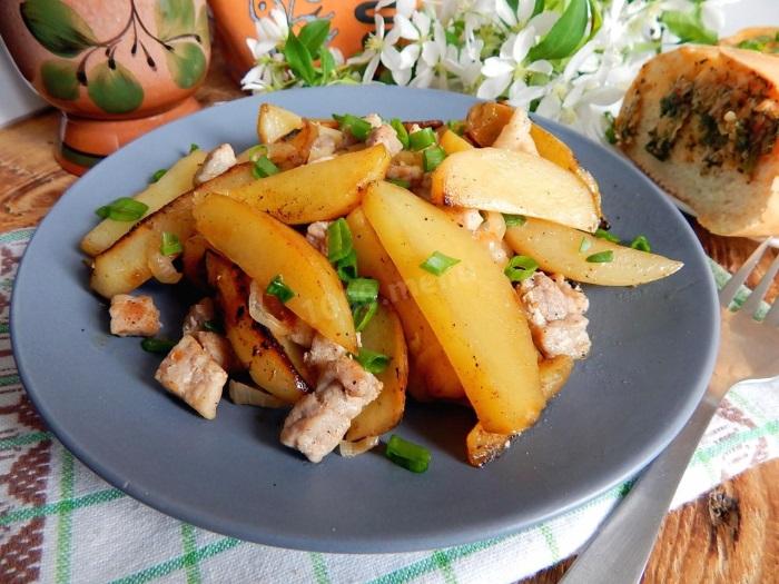 Жареная картошка с мясом говядины