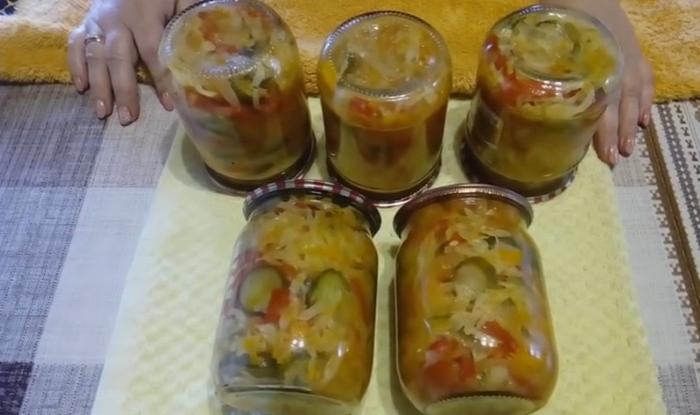 Салат из капусты на зиму, без варки и стерилизации в банке 1