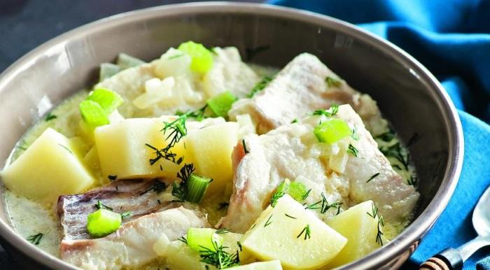 Рыба, тушенная с картофелем
