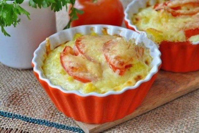 Запеканка с цветной капустой, помидорами и сыром