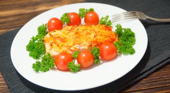 Горбуша, запеченная в духовке с морковью, луком и майонезом
