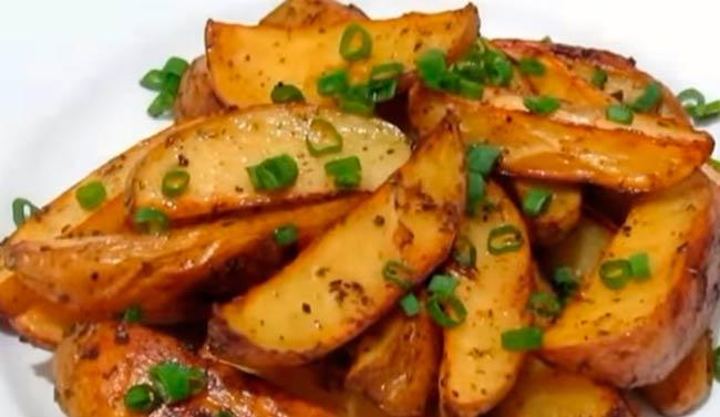 молодая-картошка-с-лучком