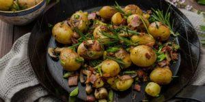 молодая картошка запеченная в духовке с чесноком