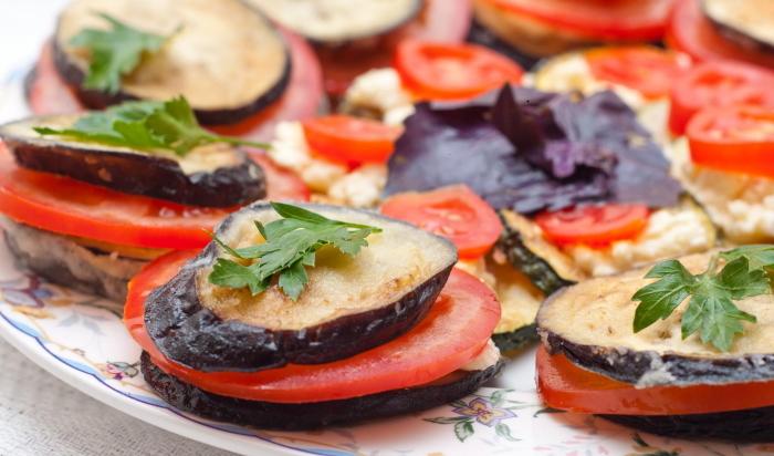 Баклажаны жареные на сковороде с чесноком