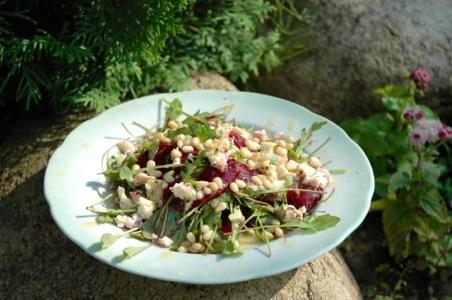 Салат из рукколы со свеклой и брынзой и вкусная заправка