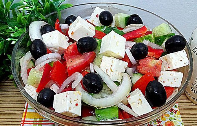 Простой рецепт греческого салата с брынзой