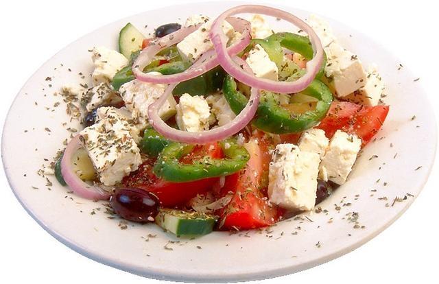Как вкусно приготовить салат с брынзой и помидорами