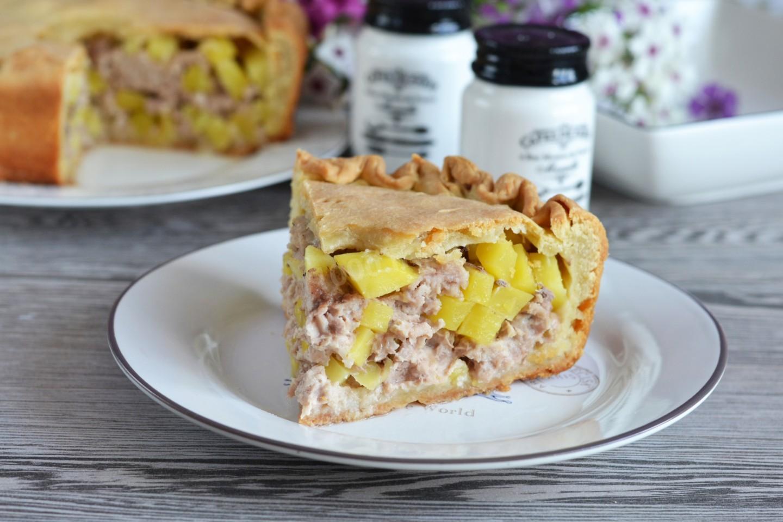 Пирог с мясом и картошкой в духовке