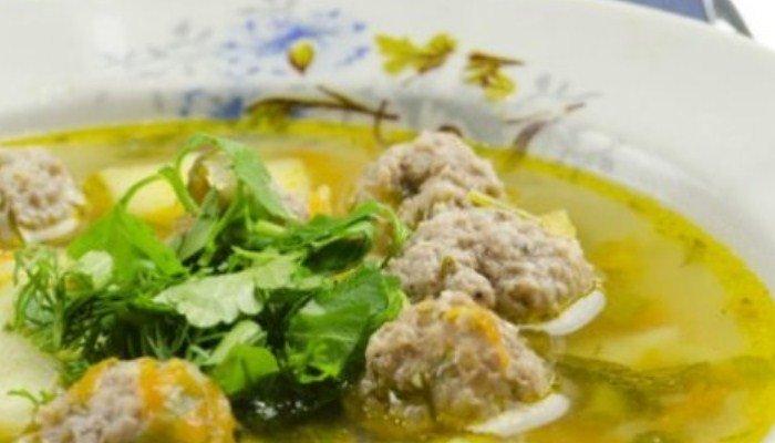 Классический суп с фрикадельками и рисом