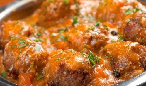 Фрикадельки в томатно-чесночном соусе