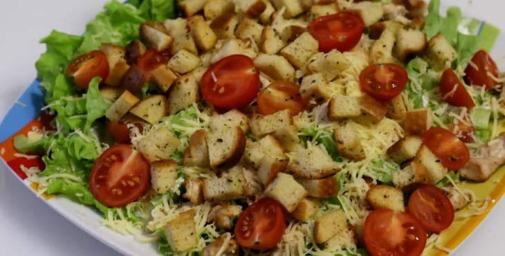 Как приготовить салат Цезарь с курицей и майонезом