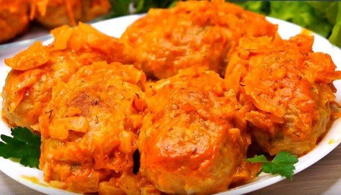 Ленивые голубцы из пекинской капусты в духовке в томатно-сметанном соусе
