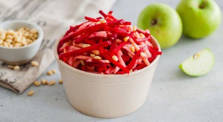 Сельдерейная Щетка с яблоками: выведет из организма все ненужные вещества