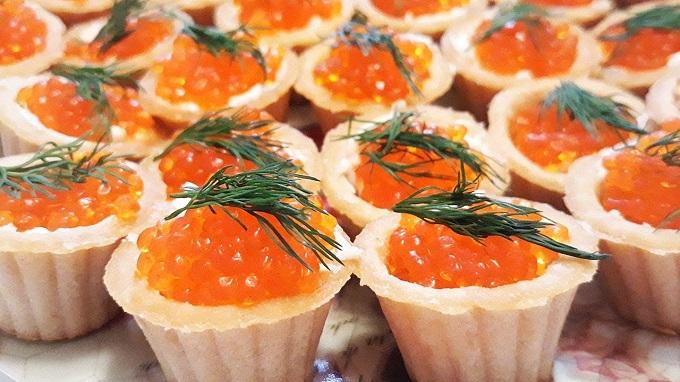 вкусные тарталетки с начинкой из икры и сыра